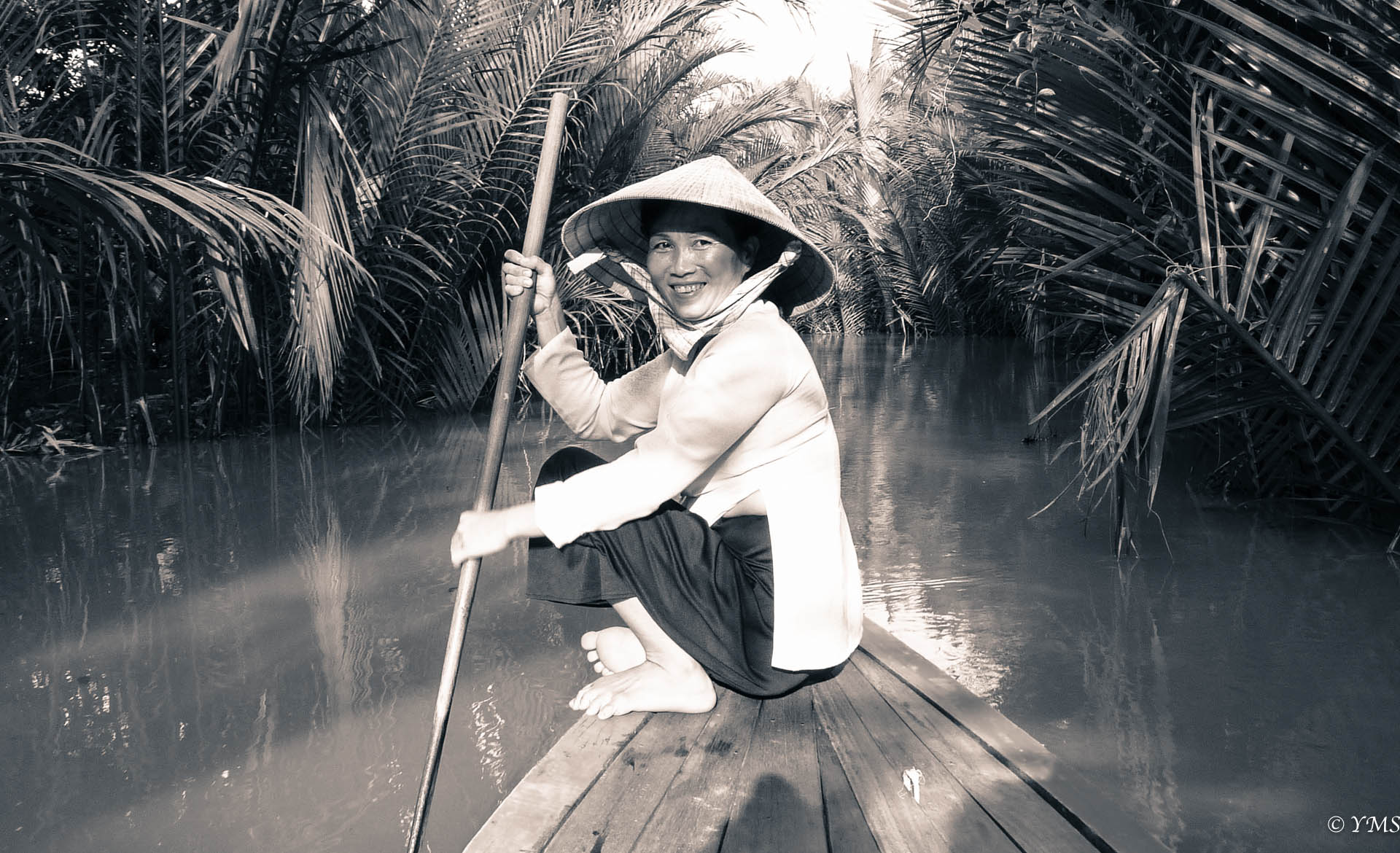Saigon - Women on Boat
